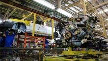 70-هزار-خودرو-در-کارخانه-ها-به-علت-کسری-قطعه-خاک-میخورند